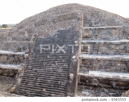Temple of Teotihuacan Quetzalcoatl in Mexico 9565553