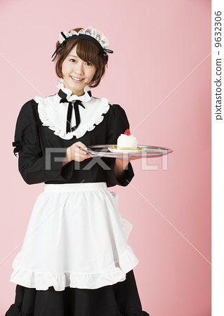 Maid to offer cake 9632306