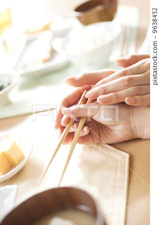 Mother's hand teaching how to use chopsticks for children 9638452