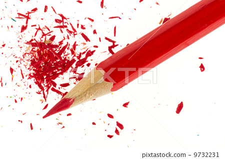 Red pencil and wood shavings 9732231