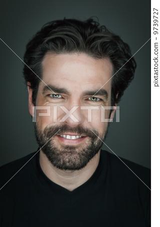 man with beard 9739727