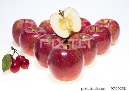 Apple and Sun Fuji 9799238