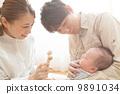 有3个月大婴儿的父母 9891034