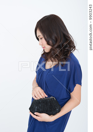 young woman 9903243