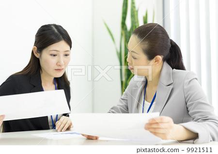 工作的女商人 9921511