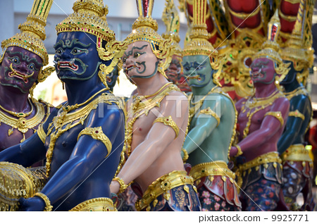 A model of Thai giants. 9925771