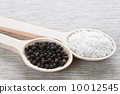 Salt and pepper 10012545