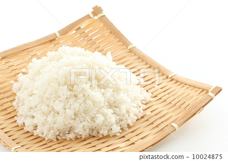 Rice covered with water for 15 minutes 10024875