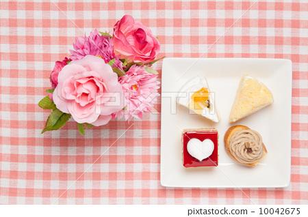 Mini short cake and roses 10042675