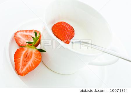 Strawberries 10071854