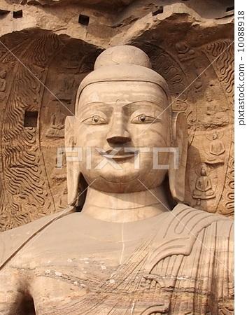 중국 윈강 석굴 제 20 굴 노천 대불 10088918