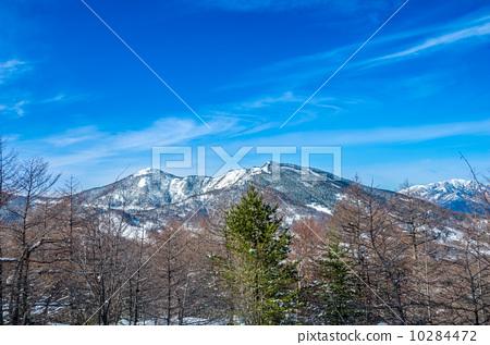 Mountain climbing in winter 10284472