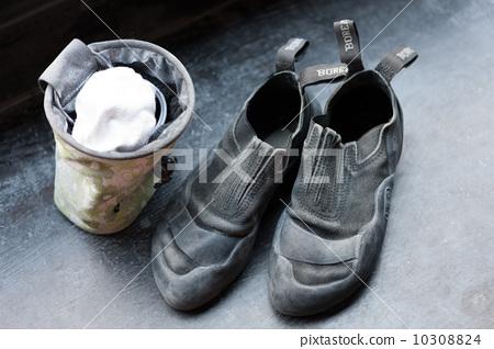 鞋子和粉筆用於抱石 10308824