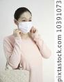 หน้ากากและวัยกลางคนเพศหญิง 10391073