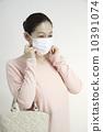 หน้ากากและวัยกลางคนเพศหญิง 10391074