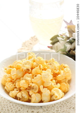 Cheese-flavored popcorn 10446830