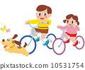 เด็กผู้ชายเด็กผู้หญิงสุนัขและผีเสื้อขี่จักรยาน 10531754