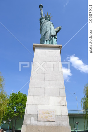the statue of Liberty 10607911