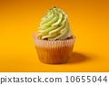 cupcake orange muffin 10655044
