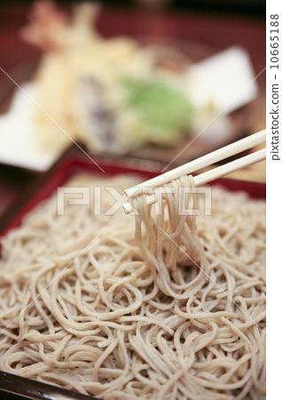 Buckwheat noodles 10665188