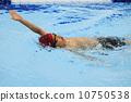 男人 游泳 仰泳 10750538