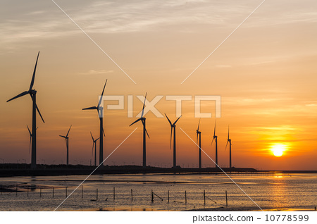 夕陽下的風車 10778599
