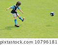 축구 소년 킥 장면 10796181