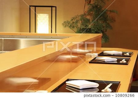 초밥 집의 카운터 10809266