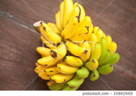 bunch of bananas on a wooden surface 10862609