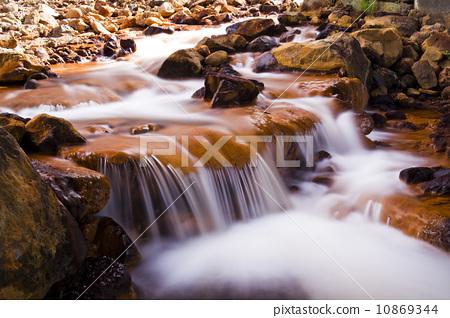 清澈溪流 10869344