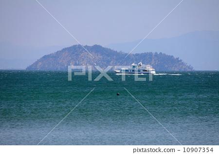 """안쪽 비와코, 竹生島 바다를 항해하는 유람선 """"오미마린, 若鮎""""(마키노 서니 비치에서) 10907354"""