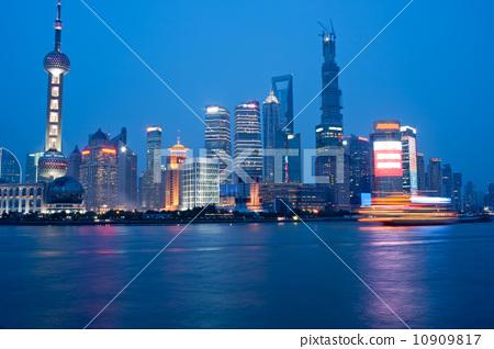上海外滩夜景 10909817