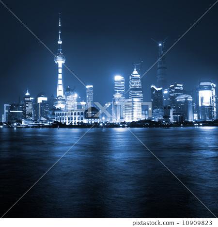 上海外滩夜景 10909823