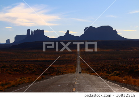 Monument Valley, Silhouette 10932518