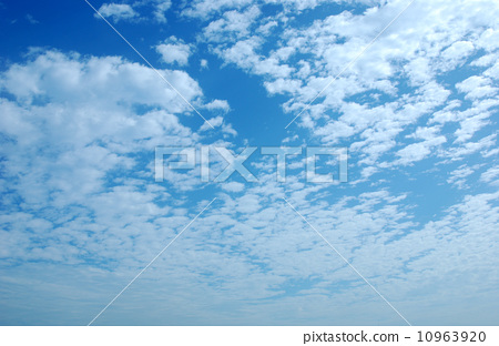 Blue sky and white clouds 10963920