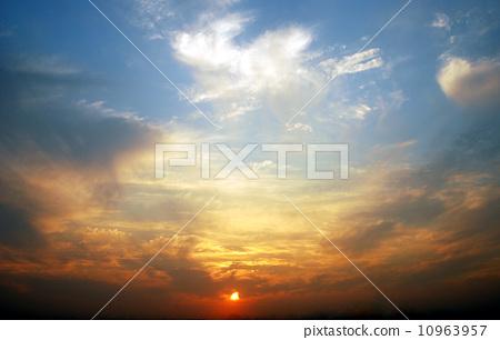傍晚彩雲 10963957