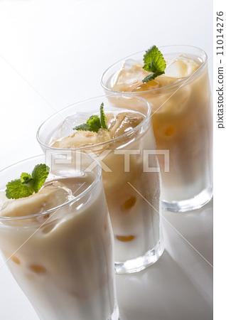 Ice milk tea 11014276