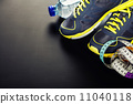 Sport shoes, measuring type and water 11040118
