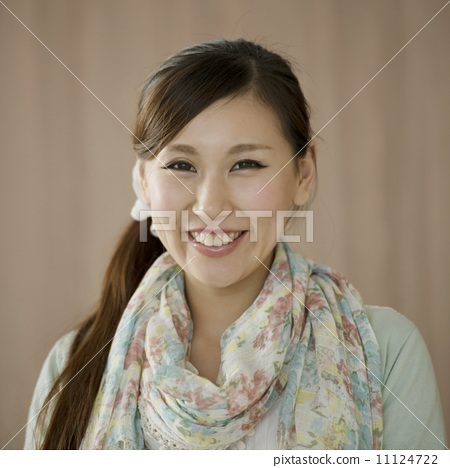 A smiling woman 11124722