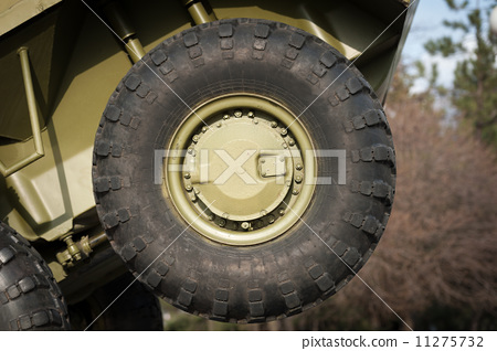 Wheel of armored truck 11275732