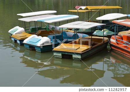 公园里停泊的船 11282957