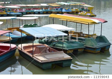 停泊的船 11359043