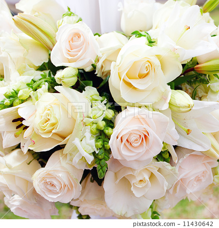 wedding marquee with bouquets of roses 11430642