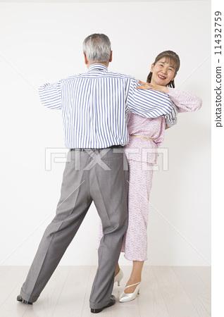 Senior couple doing ballroom dancing 11432759