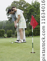 Couple playing golf together 11634016