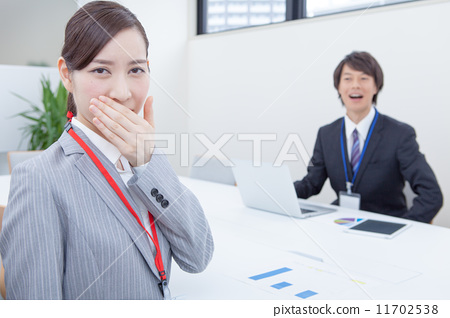Attention to bad breath during the meeting 11702538