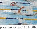 爬行 游泳 游泳者 11918387