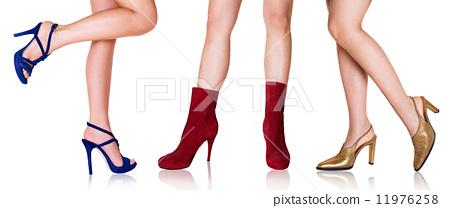 여자의 예쁜 발과 신발 패션 4 : 3 색 11976258