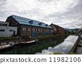 小樽运河和多云的天空 11982106