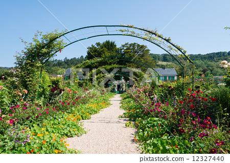 Claude Monet's Garden 12327440